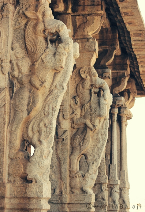 மண்டபத்தின் முகப்பில் இருக்கும் யாழி சிலைகள்....