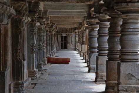 வெளிப்பிரகாரம்
