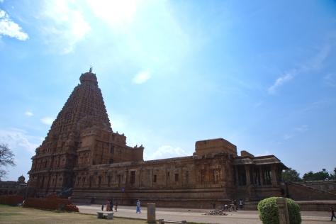 பெரிய கோவில் கோபுரம்